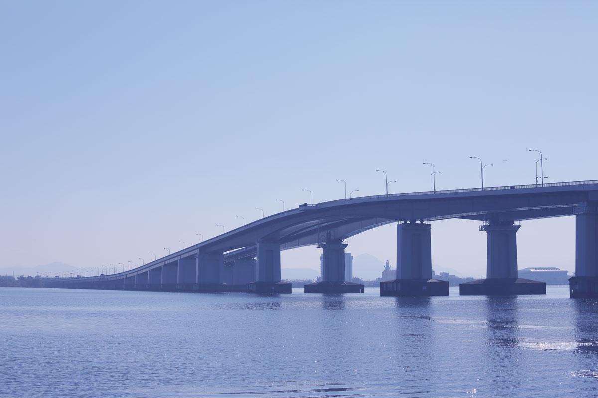 琵琶湖大橋を下りて車で3分