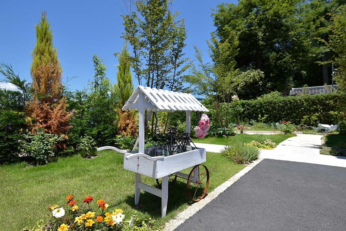 心を癒す緑と花々のガーデニング空間